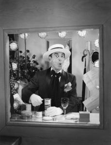 Eddie Cantor in a Rheingold beer advertisementcirca 1950s© 1978 Paul Hesse / A.M.P.A.S. - Image 0052_0025
