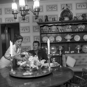 Ida Lupino and her husband Howard Duff in their Los Angeles home1957 © 1978 Sid Avery - Image 0055_0002