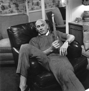 """Yul Brynner At home with a prop from, """"The King And I"""" 1958 © 1978 Sid Avery - Image 0056_0002"""