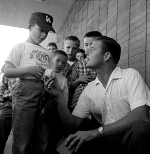 Don Drysdale signing autographs for his devoted young fans1961 © 1978 Sid Avery - Image 0058_0306
