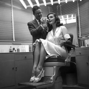 Elaine StewartJuly 1953 © 1978 Sid Avery  - Image 0066_0030