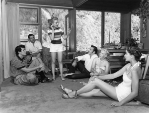 Rock Hudson at his North Hollywood home playing charades with Leonard Stern (script writer), Lori Nelson (actress), Bob Preble (actor), Julia Adams (actress), and Betty Abbott (script girl)1952© 1978 Sid Avery - Image 0067_0002