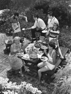 Rock Hudson at his North Hollywood home with (clockwise) Bob Preble (actor), Leonard Stern (script writer), Lori Nelson (actress), Julia Adams (actress), and Betty Abbott (script girl) 1952 © 1978 Sid Avery  - Image 0067_0005