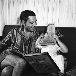 Jack Webb at home with his daughter1953 © 1978 Sid Avery - Image 0068_0002