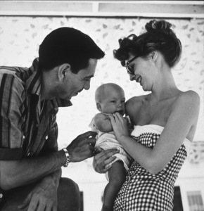 Jack Webb at home with his wife Julie London and their daughter 1953 © 1978 Sid Avery / MPTV - Image 0068_0005