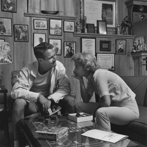 Paul Newman and Joanne Woodward playing