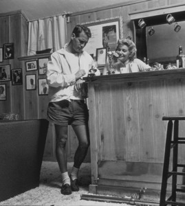 Paul Newman & Joanne Woodward at their home in Beverly Hills, CA, 1958. © 1978 Sid Avery - Image 0070_0020