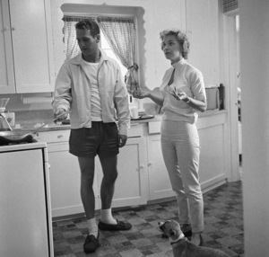 Paul Newman and Joanne Woodward at their Beverly Hills home1958 © 1978 Sid Avery - Image 0070_0024