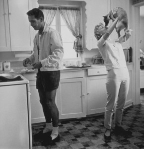 Paul Newman & Joanne Woodward at their home in Beverly Hills, CA, 1958. © 1978 Sid Avery - Image 0070_0025