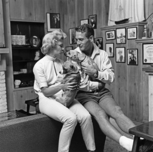 Paul Newman and Joanne Woodward at their home in Beverly Hills, CA1958 © 1978 Sid Avery - Image 0070_0078