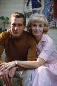 Paul Newman and Joanne Woodwardat home, Hollywood CA, 1965. © 1978 David Sutton - Image 0070_2224