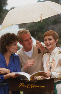"""Paul Newman directing Valerie Harper and Joanne Woodward in """"The Shadow Box,"""" 1980. © 1980 Gunther - Image 0070_2298"""