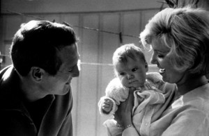 Paul Newman with wife Joanne Woodwardand baby daughter Claire, 1965. © 1978 David Sutton - Image 0070_2323