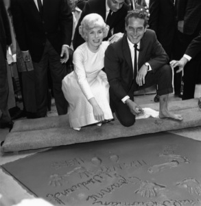 Paul Newman and Joanne Woodward at Grauman