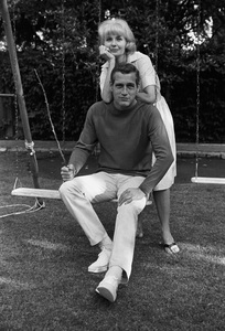 Paul Newman and Joanne Woodward at home, 1965 © 1978 David Sutton  - Image 0070_2397