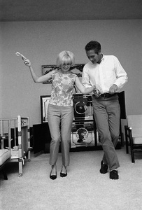 Paul Newman and Joanne Woodward at home, 1963 © 1978 David Sutton  - Image 0070_2399