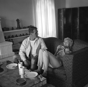 Paul Newman and Joanne Woodward at their Beverly Hills home1958 © 1978 Sid Avery - Image 0070_2402