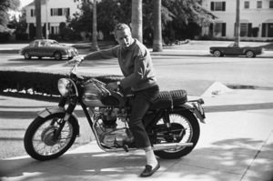 Paul Newman and his Triumph motorcycle1965© 1978 David Sutton - Image 0070_2430