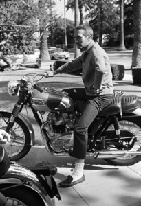 Paul Newman and his Triumph motorcycle1965© 1978 David Sutton - Image 0070_2431