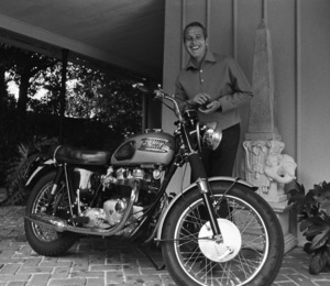 Paul Newman and his Triumph motorcycle1965© 1978 David Sutton - Image 0070_2432