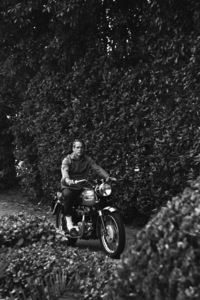 Paul Newman and his Triumph motorcycle1965© 1978 David Sutton - Image 0070_2433