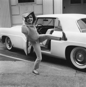 """Debbie Reynolds before going into Paramount to film, """"The Pleasure of His Company"""" with her Lincoln Mark 21960© 1978 Sid Avery - Image 0071_0007"""