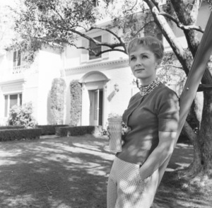 Debbie Reynolds at home1960 © 1978 Sid Avery - Image 0071_0038