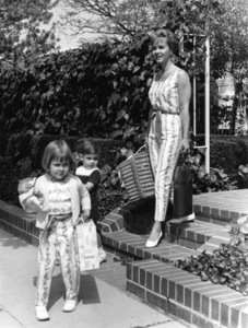 Debbie Reynolds with son Todd and daughter Carrie1960 © 1978 David Sutton - Image 0071_1041