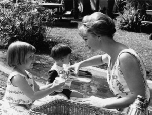 Debbie Reynolds with daughter Carrie and son Todd1960 © 1978 David Sutton - Image 0071_1042