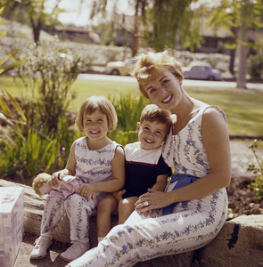Debbie Reynolds with her children Todd Fisher and Carrie Fisher1961© 1978 David Sutton - Image 0071_1054
