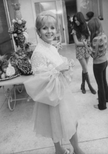 Debbie Reynolds with daughter Carriein backgroundcirca 1970 © 1978 Gunther - Image 0071_1091