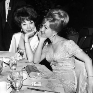 Shirley MacLaine and Debbie Reynolds at the Academy Awards 1964** I.V. / M.T. - Image 0071_1137