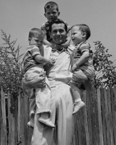 Johnny Carson at home with his sons Richard, Christopher and Cory 1954Photo by Gabi Rona - Image 0072_0204
