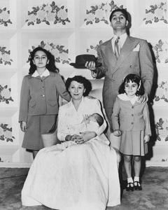Marlo, Rosemary, Tony, Danny and Teresa Thomas circa 1949 - Image 0076_0362