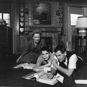 Glenn Ford at home with his wife Eleanor Powell and son Peter1958 © 1978 Sid Avery - Image 0079_0037