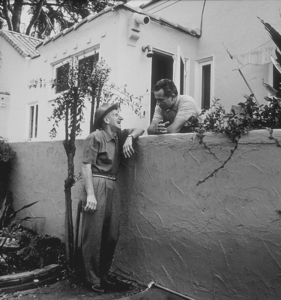 Rossano Brazzi and his neighbor, Jimmy Durante, in his backyard in Beverly Hills, CA 1958 © 1978 Sid Avery - Image 0080_0001