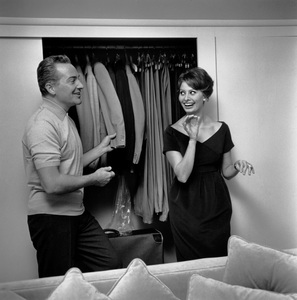 Rossano Brazzi & Sophia Loren at home in his Beverly Hills, California house 1958 © 1978 Sid Avery - Image 0080_0004