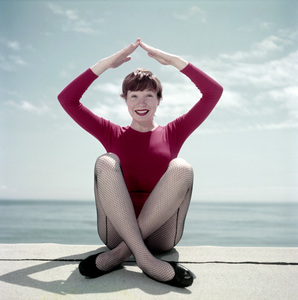 Shirley MacLaine in Malibu1956Photo by Ernest E. Reshovsky © 2000 Marc Reshovsky - Image 0086_0381