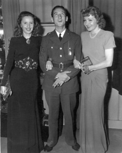 Sid Avery with Barbara Stanwyck and Claudette Colbert 1941 - Image 0090_0025