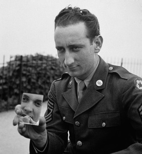 Photographer Sid Avery while stationed in London, England (wife Diana applying lipstick in mirror)1943 - Image 0090_0315