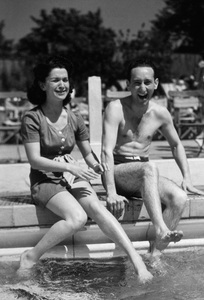 Photographer Sid Avery and wife Diana in Roehampton, England1943 - Image 0090_0321