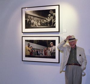 "Photographer Sid Avery at ""Tinsel: Stars That Shine"" opening at Apex Fine Art in Los Angeles, California 10-19-2001 © 2001 Bill Knapp - Image 0090_1501"
