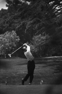 Bob Newhart golfing1961 © 1978 Sid Avery - Image 0092_0313