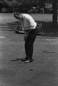 Bob Newhart golfing1961 © 1978 Sid Avery - Image 0092_0506