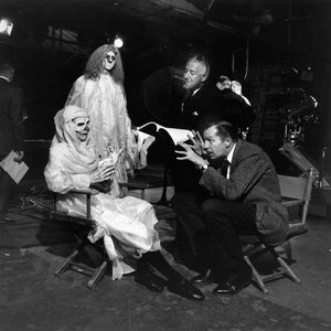 """Director William Castle with Vincent Price on the set of """"13 Ghosts""""1960 © 1978 Sid Avery - Image 0127_0006"""