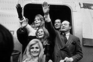 Bob Hope and Ann-Margret departing for Vietnam on 18thAnnual Christmas U.S.O. Tour1968 © 1978 Gene Howard - Image 0173_0444