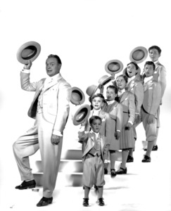 """Bob Hope with cast from """"Seven Little Foys, The""""Billy Grant, Lee Erickson, Paul De Rolf, Lydia Reed,Linda Bennett, Jimmy Baird, and Tommy Duran.1955/Paramount**I.V. - Image 0173_0544"""