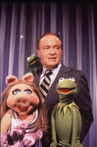 "Bob Hope as guest on ""The Muppet Show"" with Kermit and Ms. Piggy, 1977.**I.V. - Image 0173_0579"