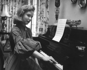 Piper Laurie at home1955 © 1978 Sid Avery - Image 0192_0014