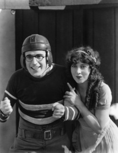 Harold Lloyd, Jobyna Ralston, FRESHMAN, THE, Pathe, 1925, **I.V. - Image 0198_0619